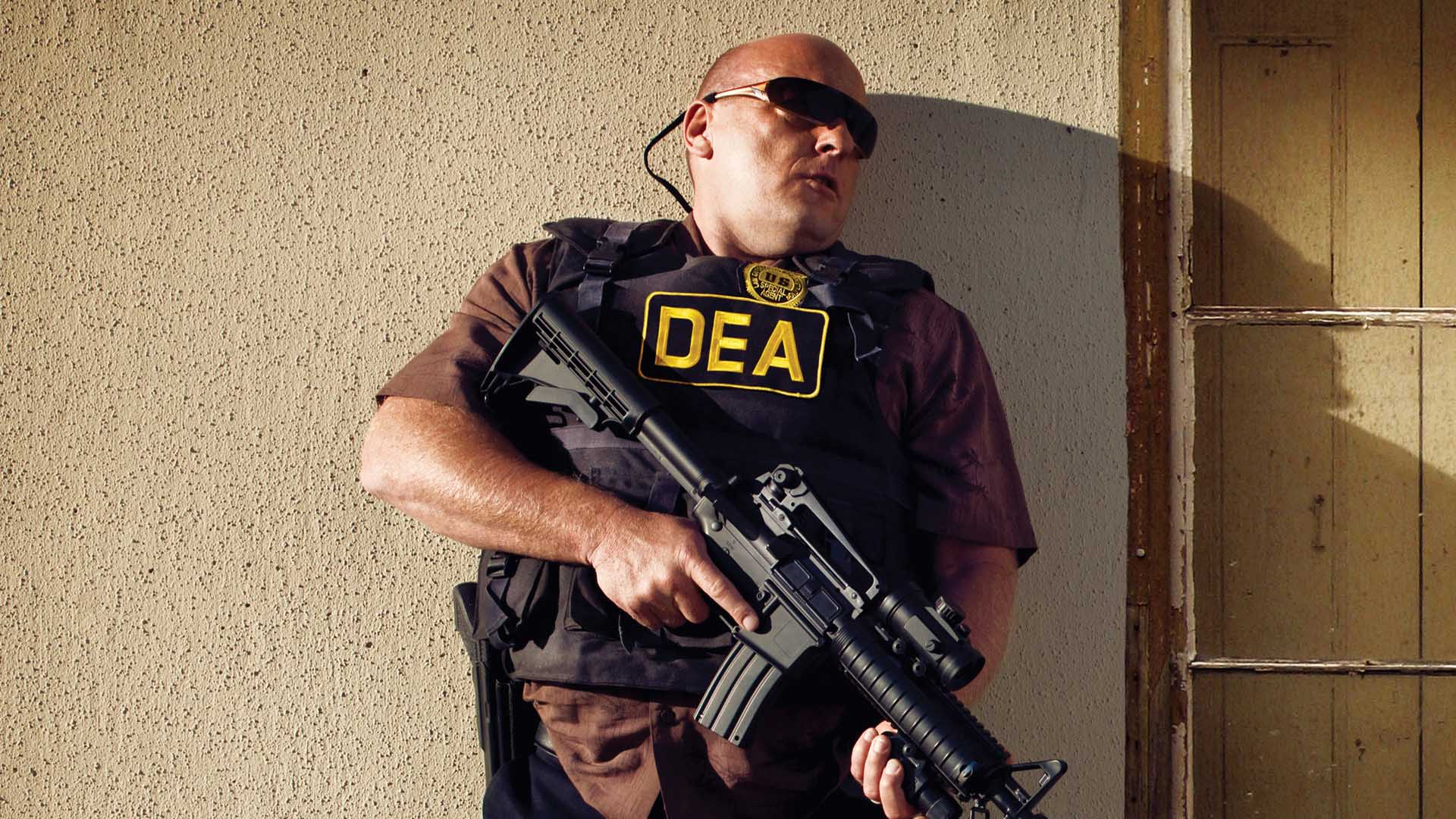 Video Extra - Breaking Bad - Dean Norris Trains for the DEA: Breaking Bad - AMC