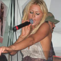 paris-hilton-singing-125.jpg