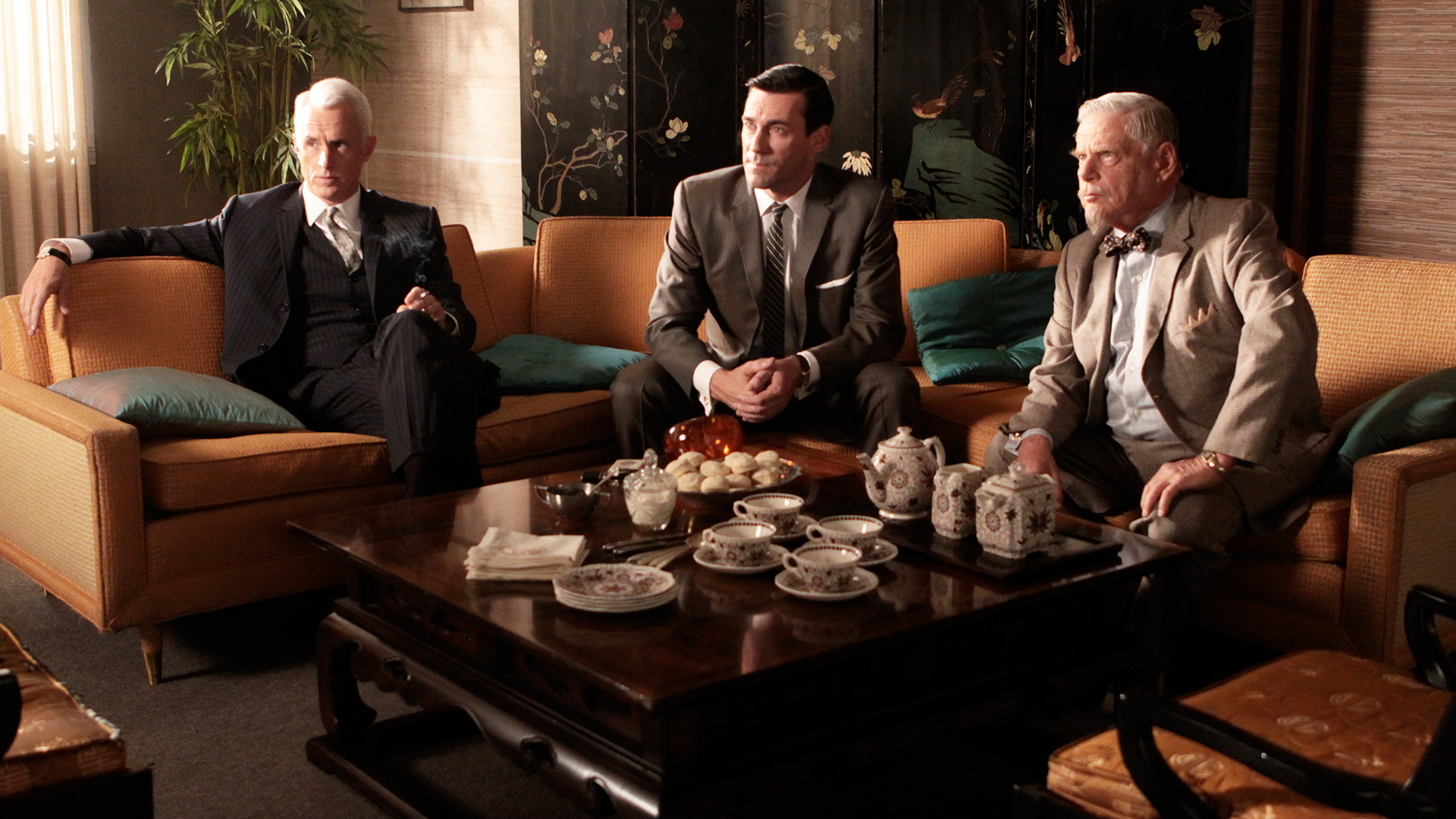 video extra mad men highlights episode 312 mad men the grown ups amc - Mad Man Furniture