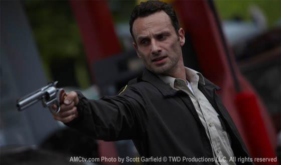TWD-Episode101-Rick-Gun-560.jpg