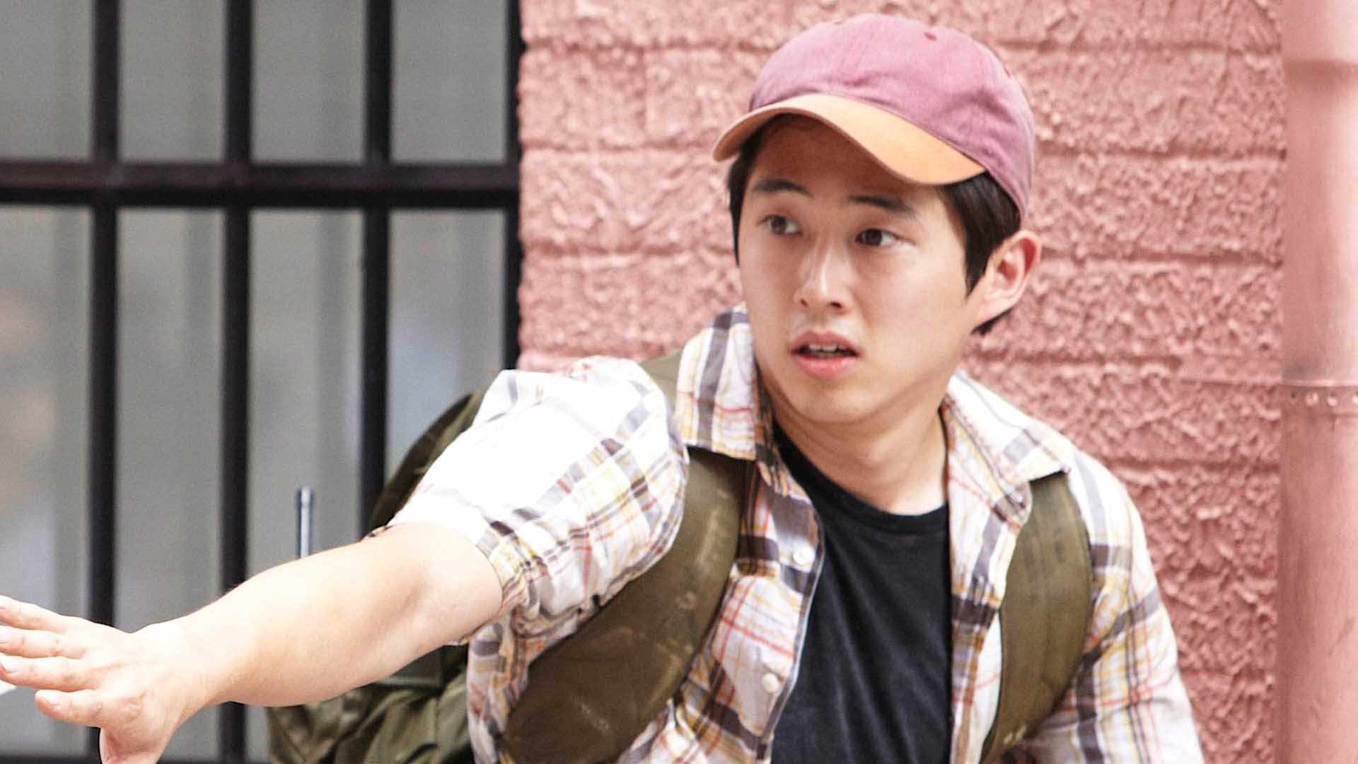 Video Extra The Walking Dead Hanging With Steven Yeun
