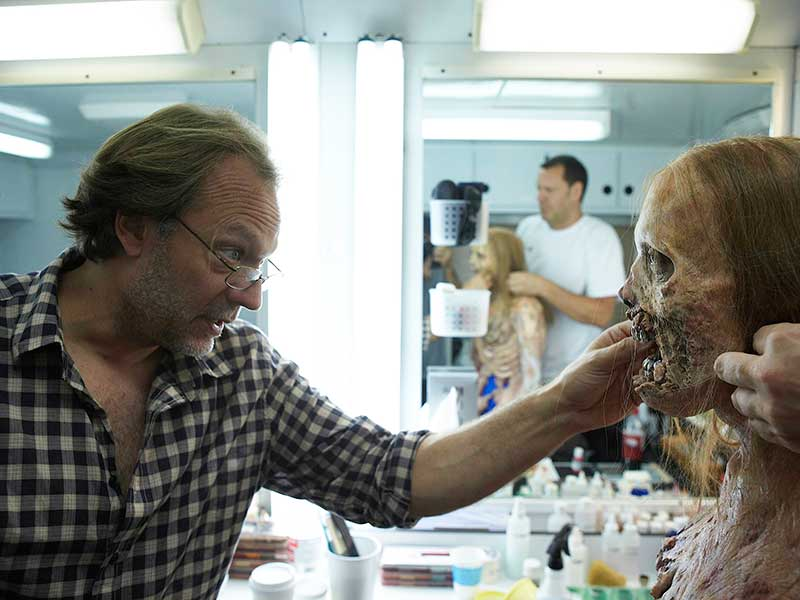 the-walking-dead-season-1-bts-greg-nicotero-800x600