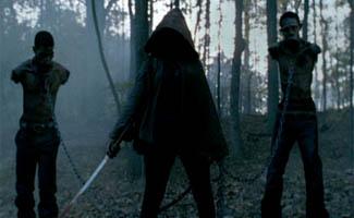 twd-episode-213-hooded-stranger-325.jpg