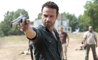 TWD-Episode-207-Rick-Gun-325.jpg