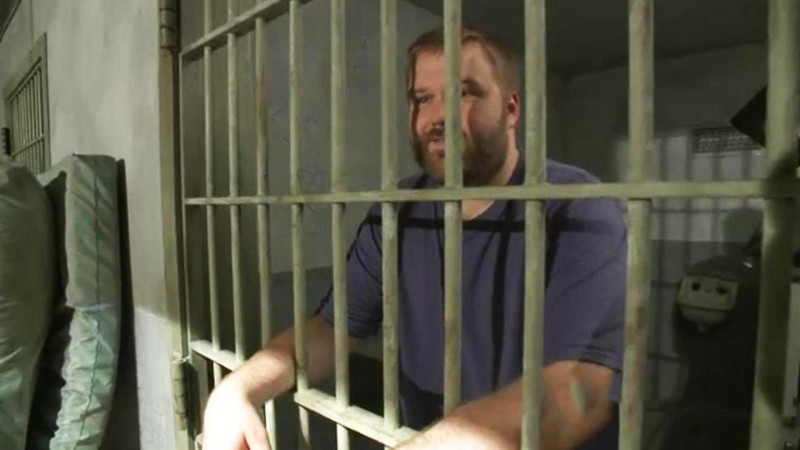 Tour of the Prison Set with Robert Kirkman: Inside The Walking Dead