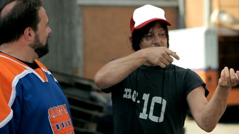 Norman Reedus' Crossbow, On Set with Kevin Smith: The Walking Dead