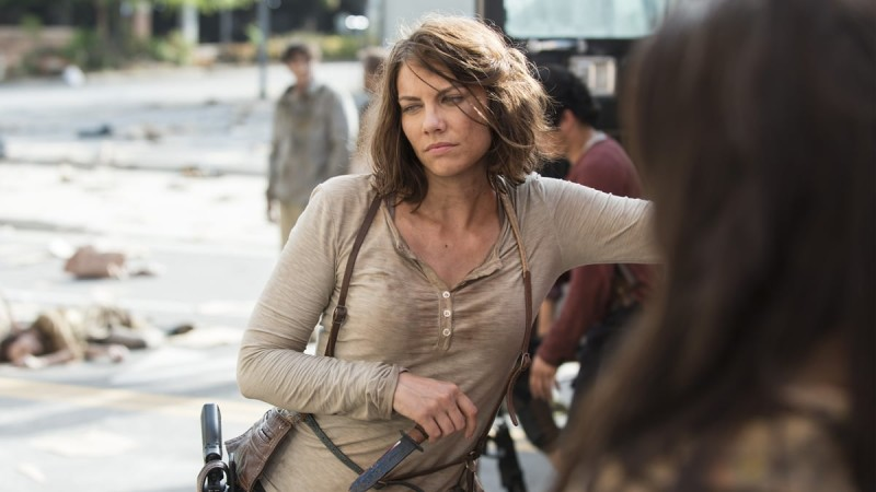 the-walking-dead-episode-505-behind-the-scenes-lauren-cohan-1200-c