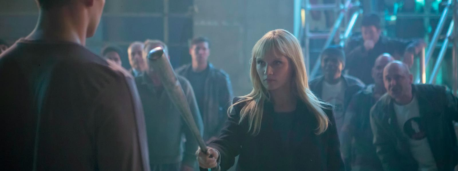 humans-episode-104-niska-berrington-bat-800×600