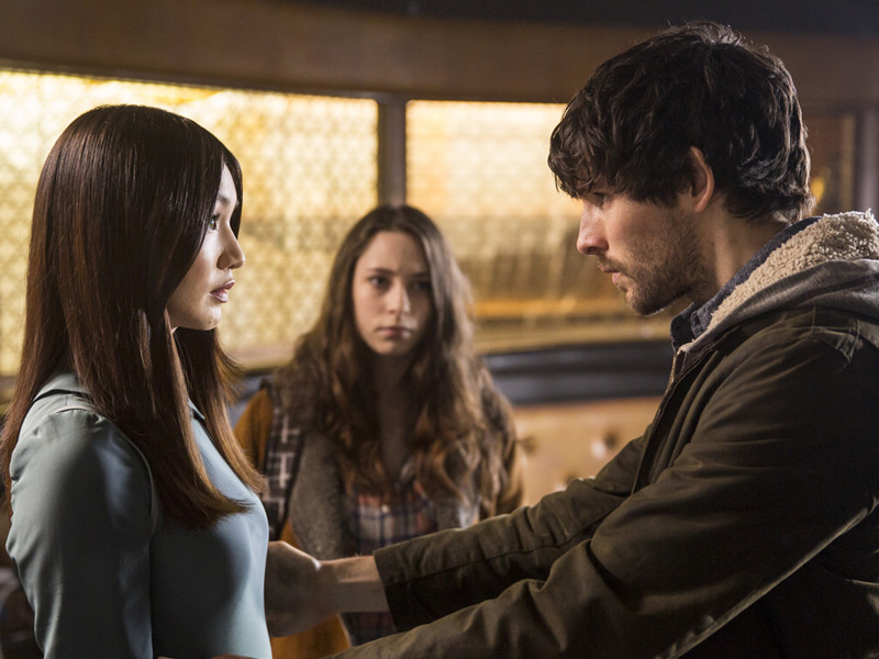 humans-episode-105-anita-chan-mattie-carless-leo-morgan-800x600
