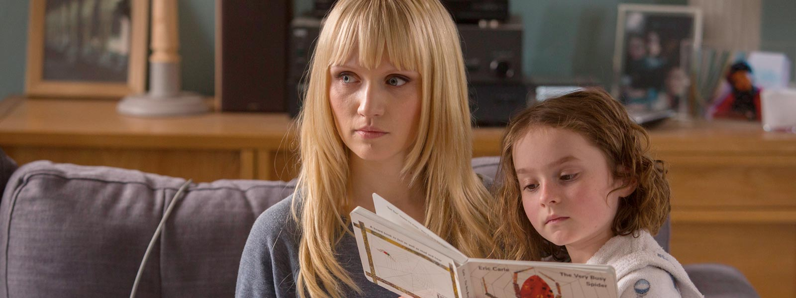 humans-episode-107-niska-berrington-sophie-davies-800×600