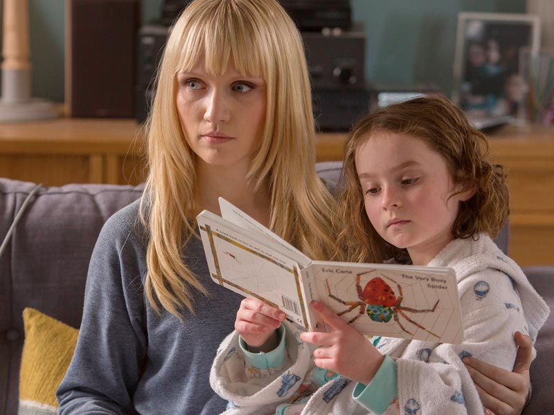humans-episode-107-niska-berrington-sophie-davies-800x600