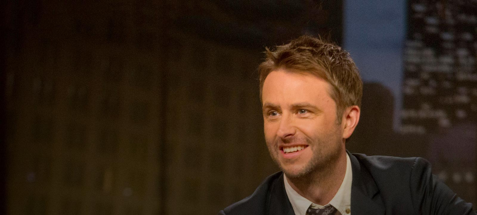 talking-dead-season-4-chris-hardwick-800×600