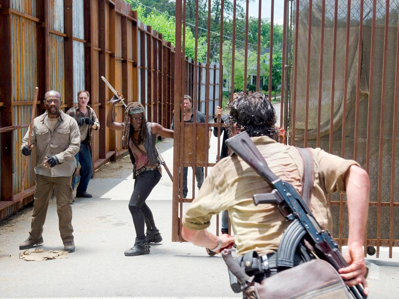 the-walking-dead-episode-605-morgan-james-michonne-gurira-post-800×600