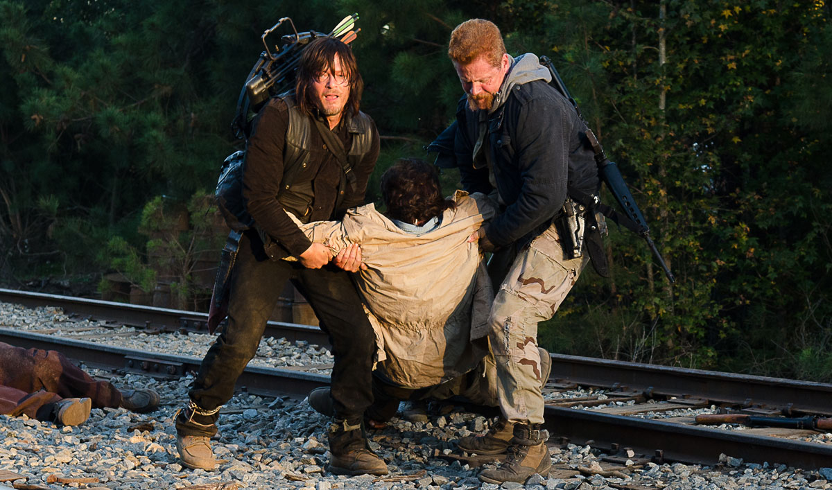 the-walking-dead-episode-614-daryl-reedus-abraham-cudlitz-1200x707