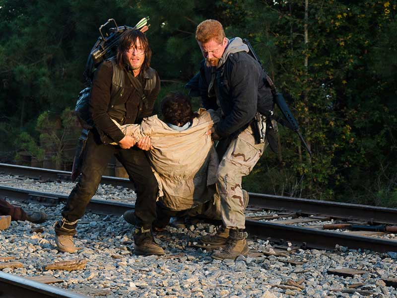 the-walking-dead-episode-614-daryl-reedus-abraham-cudlitz-sync-post-800×600