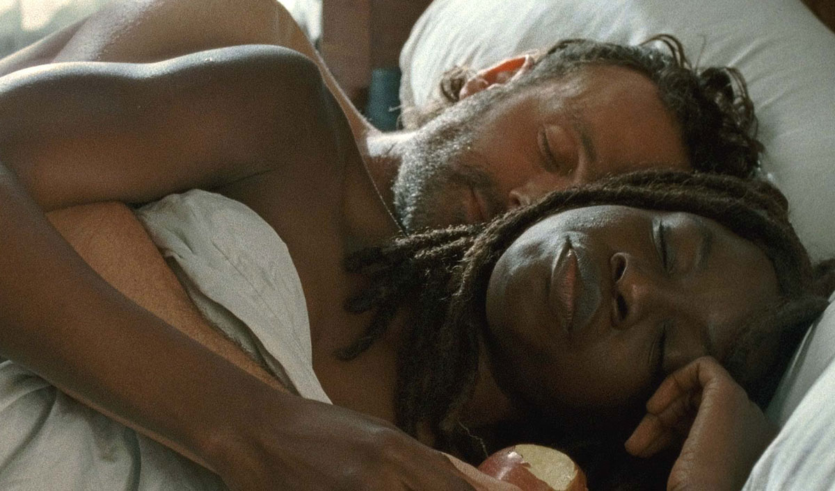 the-walking-dead-episode-615-rick-lincoln-michonne-gurira-bed-1200x707