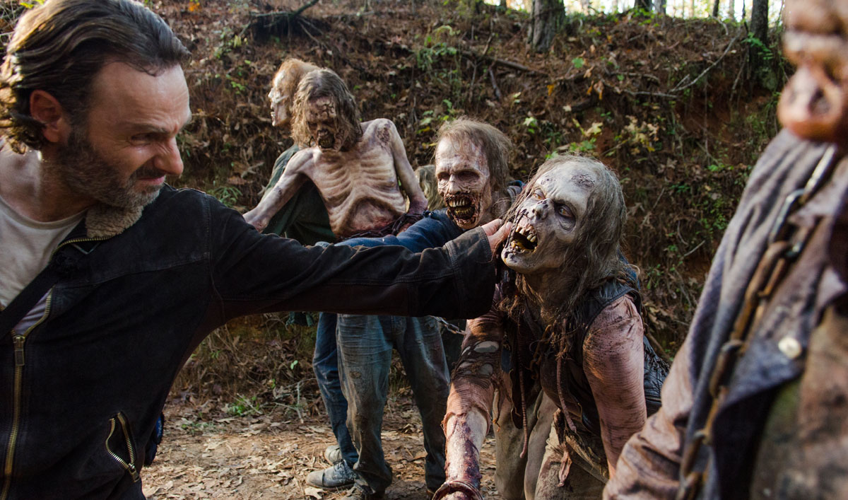 Andrew Lincoln Talks About Negan's Victim; Greg Nicotero on Cliffhanger