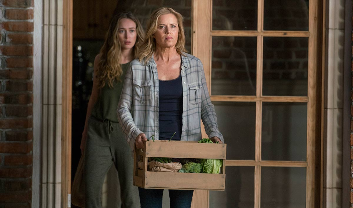 fear-the-walking-dead-episode-207-alicia-carey-madison-dickens-extras-1200x707