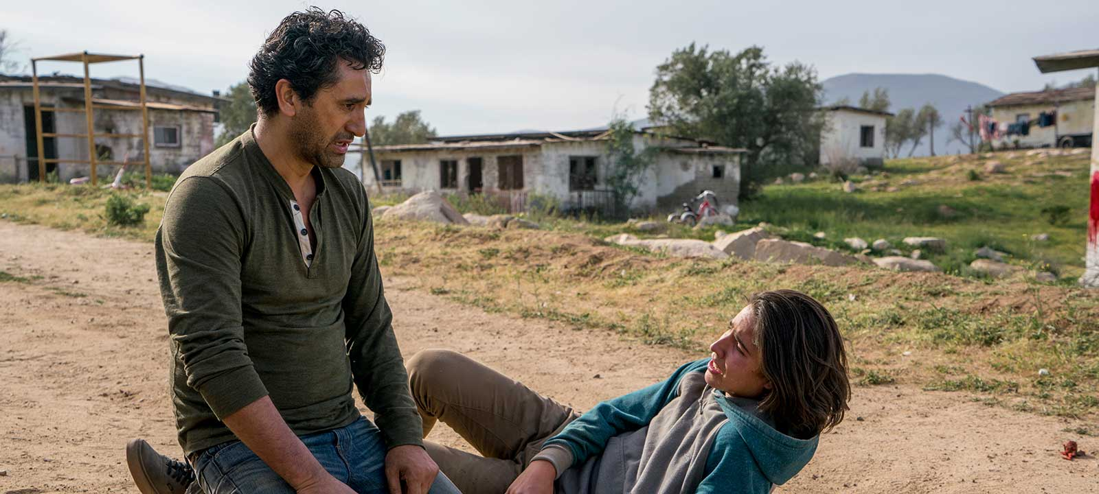 fear-the-walking-dead-episode-207-travis-cutris-interview-800×600
