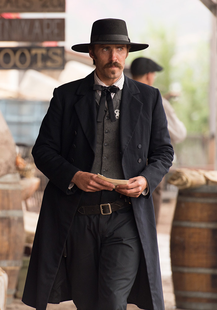 the-american-west-season-1-wyatt-earp-cast-800×600