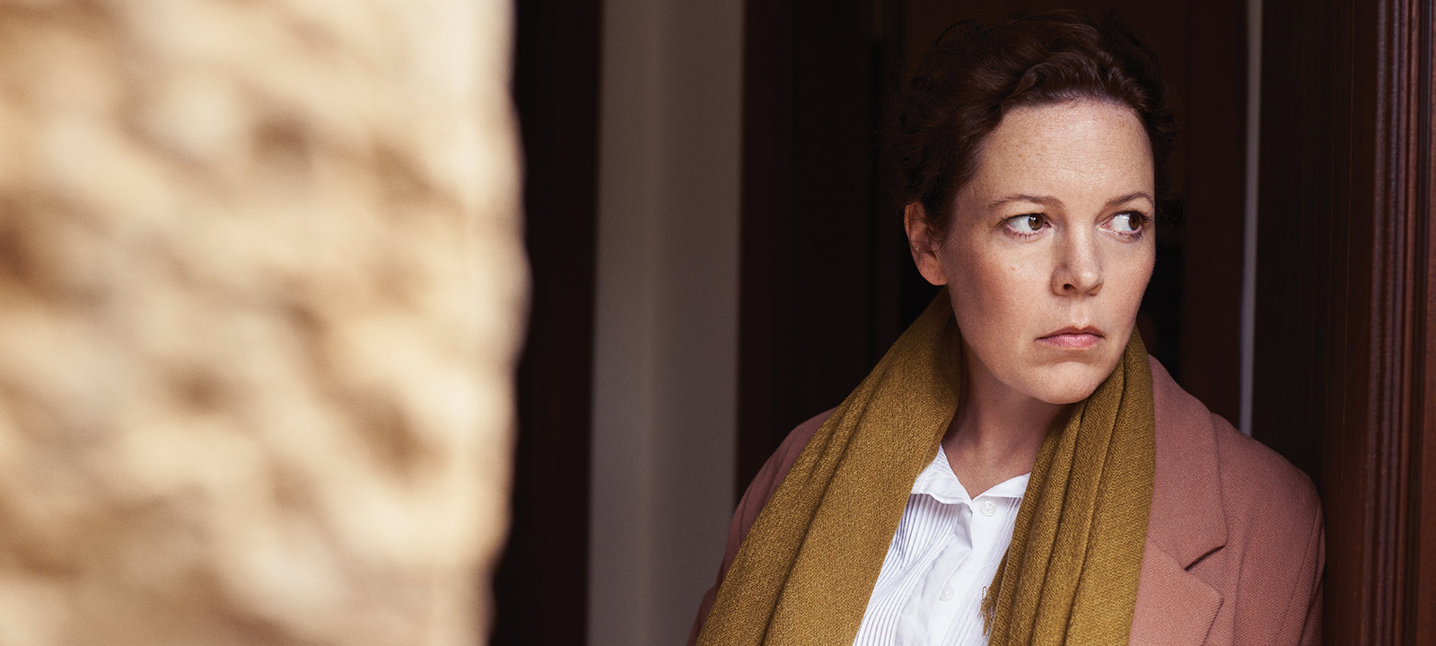 the-night-manager-103-angela-burr-olivia-colman-800×600