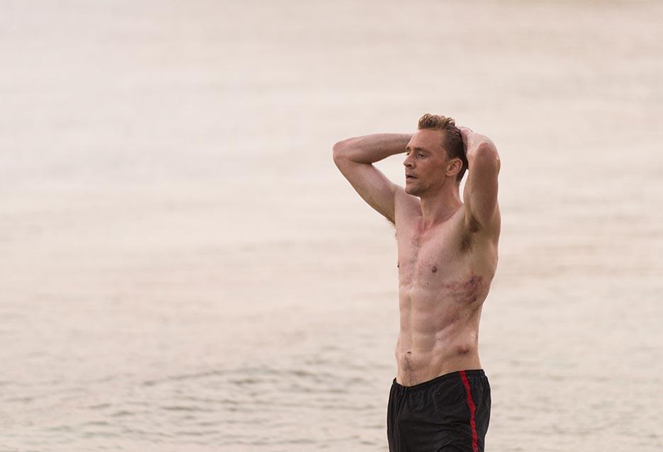 the-night-manager-103-pine-hiddleston-shirtless-935x658