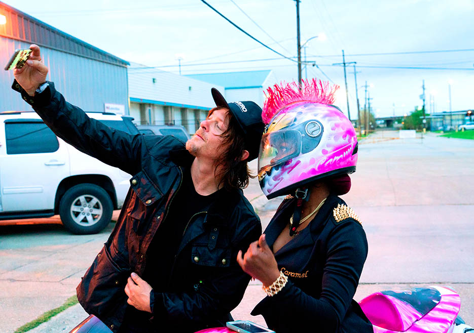 ride-with-norman-reedus-105-caramel-curves-photo-935x658