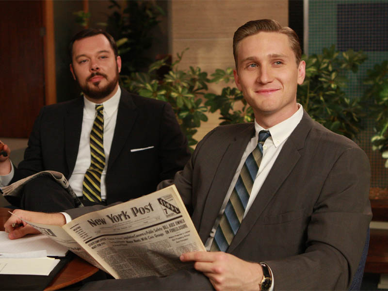 Paul Kinsey (Michael Gladis) and Ken Cosgrove (Aaron Staton) - Mad Men - Season 2, Episode 8 - Photo Credit: Carin Baer/AMC