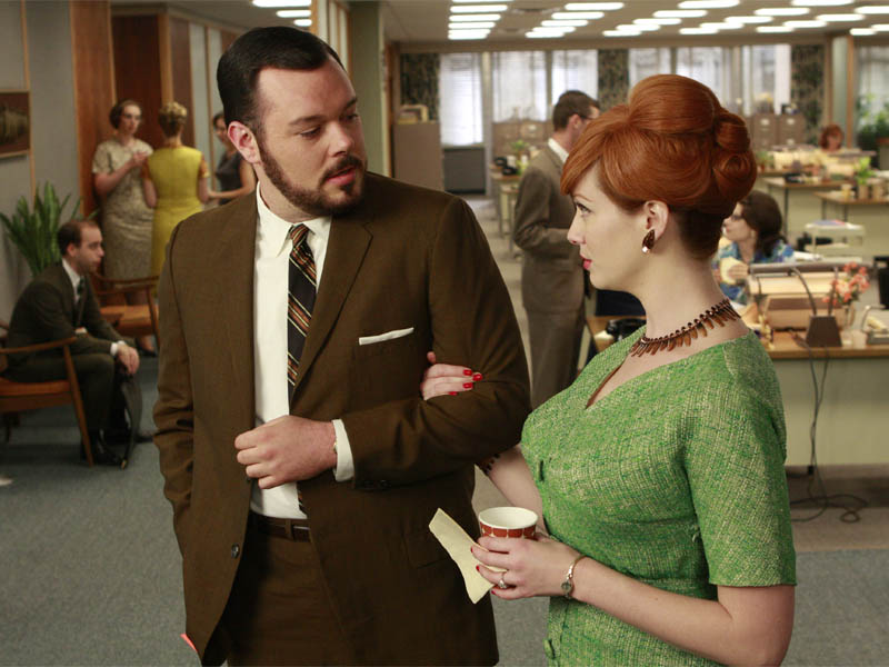 Paul Kinsey (Michael Gladis) and Joan Holloway (Christina Hendricks) - Mad Men - Season 2, Episode 10 - Photo Credit: Carin Baer/AMC