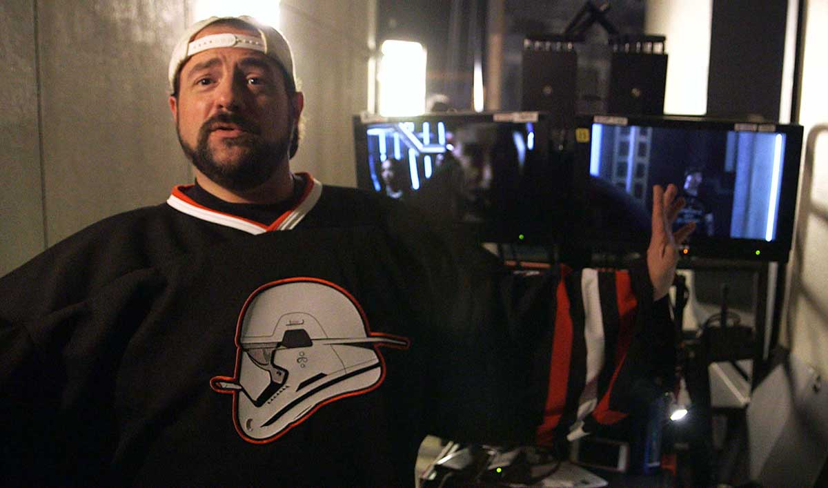 Go Behind the Scenes as Kevin Smith Directs <em>The Flash</em>