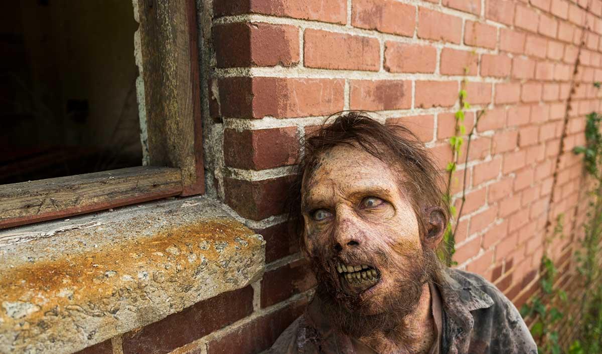 Extras for Season 7, Episode 2 of <em>The Walking Dead</em>