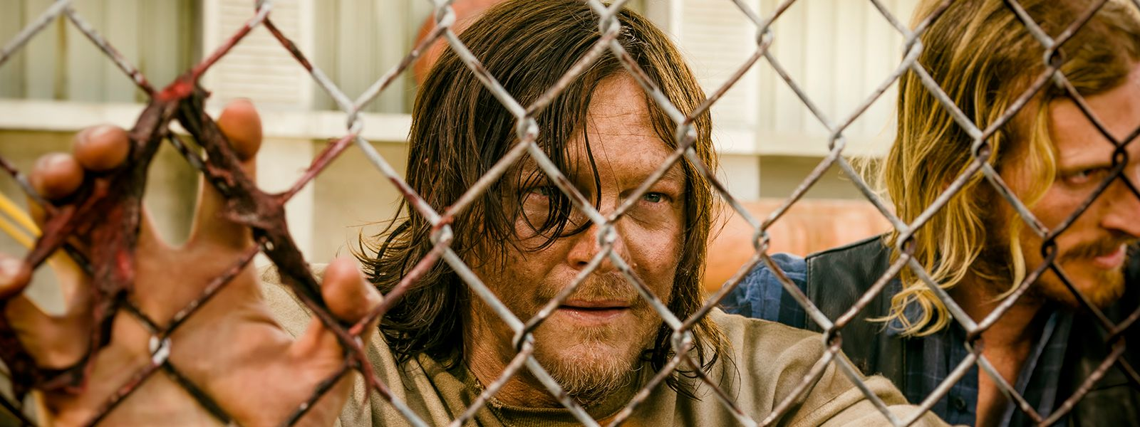 the-walking-dead-episode-703-daryl-reedus-dwight-amelio-post-800×600