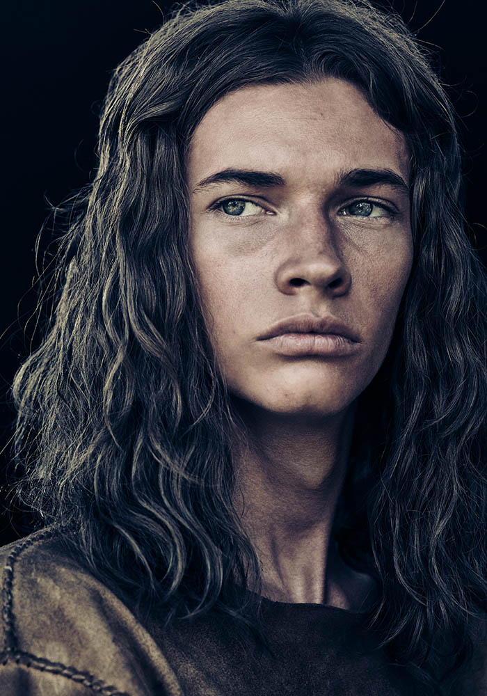 the-son-portrait-season-1-young-eli-mccullough-jacob-lofland-800×600