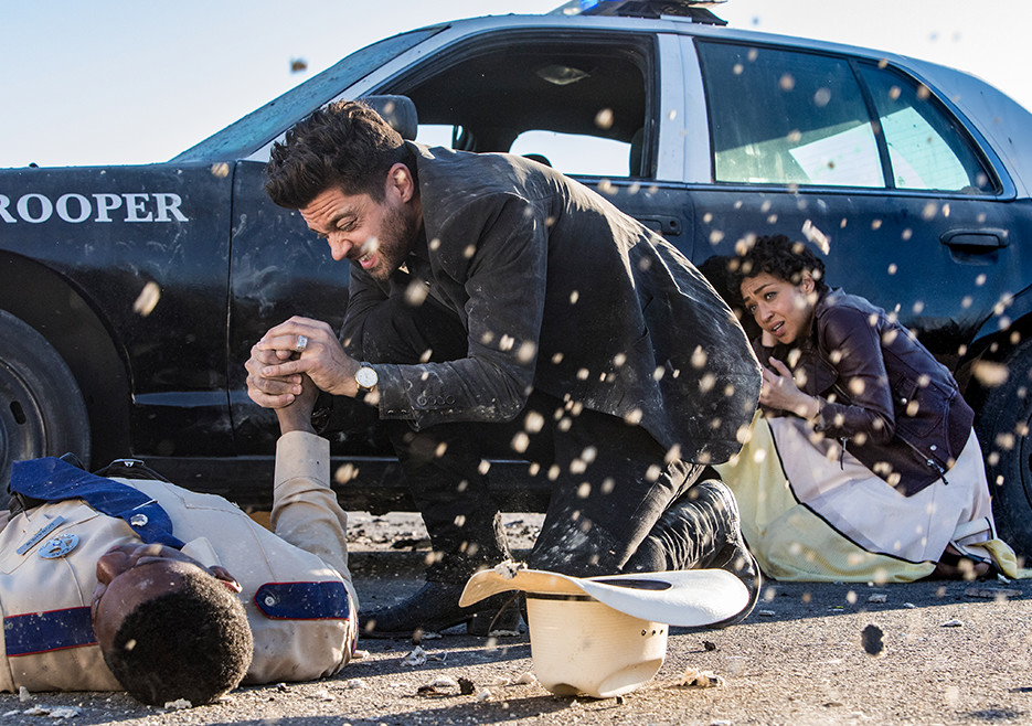 preacher-season-2-jesse-custer-dominic-cooper-tulip-ruth-negga-action-shot-935x658