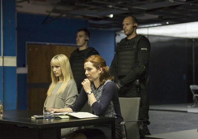 humans-205-niska-berrington-laura-parkinson-guards-935