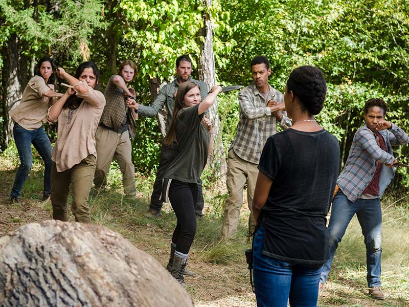 the-walking-dead-episode-714-enid-nacon-sasha-martin-green-800×600-inside