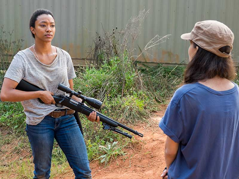 the-walking-dead-episode-714-sasha-martin-green-rosita-serratos-800×600-photos