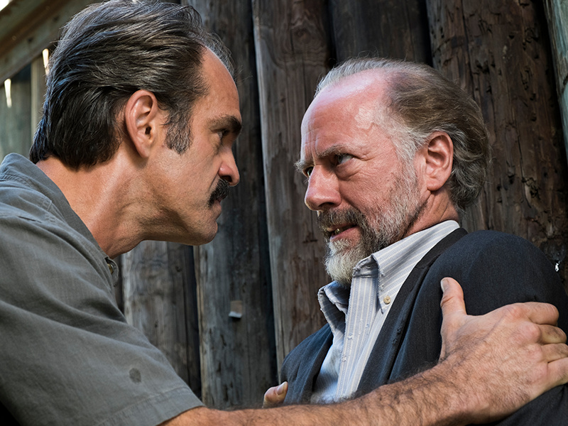 the-walking-dead-episode-714-simon-ogg-gregory-berkley-post-800x600