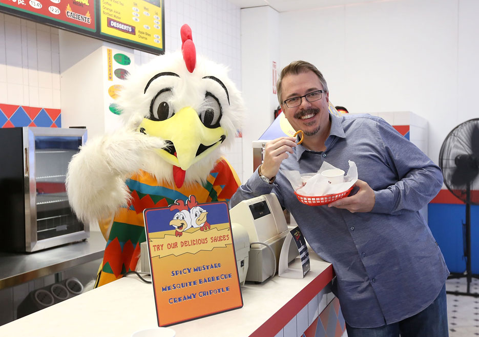 better-call-saul-vince-gilligan-los-pollos-hermanos-event-935x658