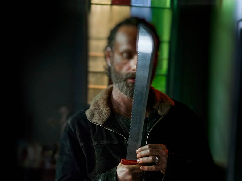 the-walking-dead-red-machete-rick-lincoln-800×600-2