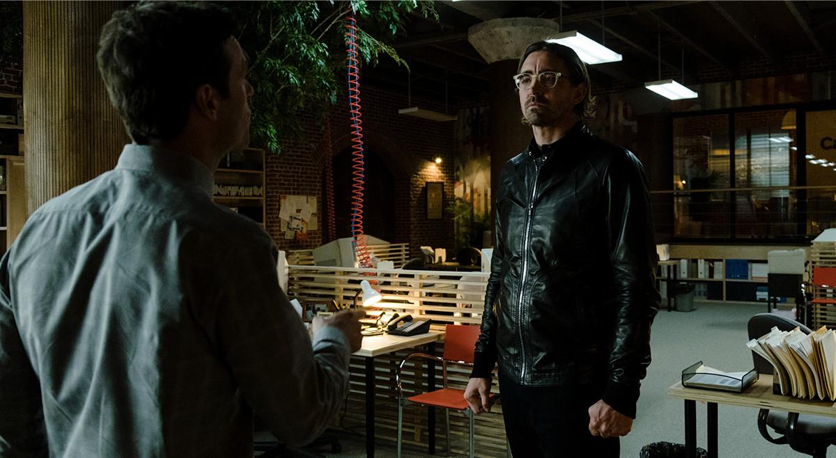 Season Premiere Sneak Peek: Can Joe and Gordon Get on the Same (Web) Page?