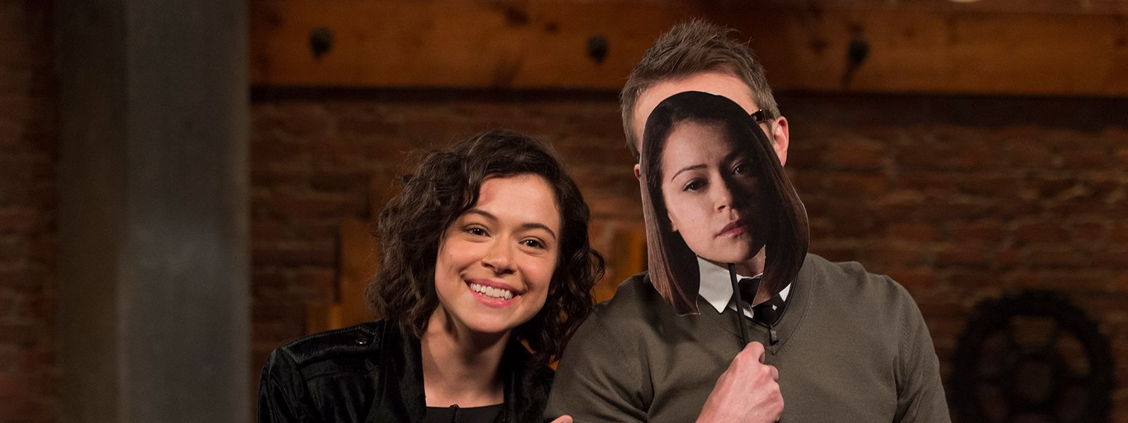 talking-with-chris-hardwick-episode-115-tatiana-maslany-chris-hardwick-800×600