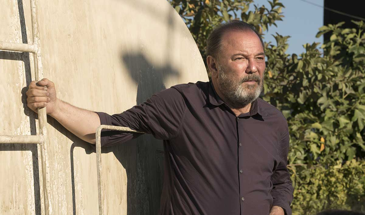 Extras for the Two-Hour Mid-Season Premiere of <em>Fear the Walking Dead</em>