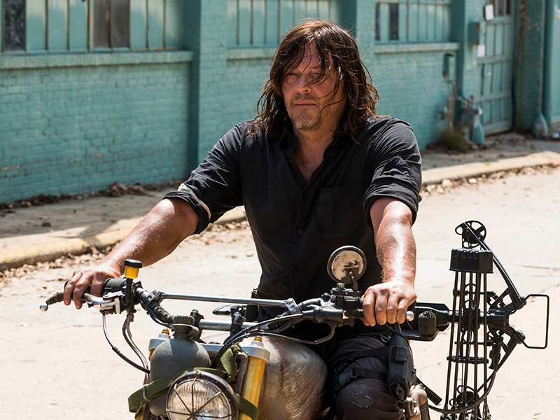 the-walking-dead-episode-801-daryl-reedus-pre-800x600