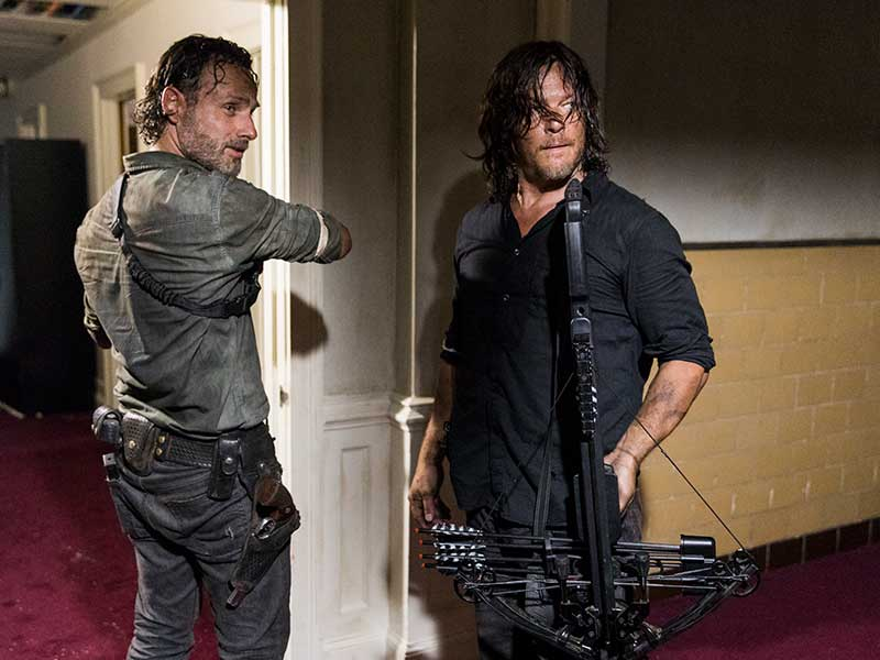 the-walking-dead-episode-802-rick-lincoln-daryl-reedus-800×600-inside