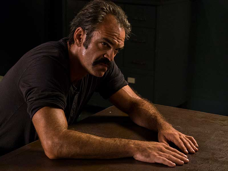 the-walking-dead-episode-805-simon-ogg-800×600-photos