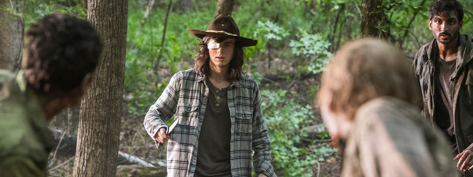 the-walking-dead-episode-806-carl-riggs-post-800×600