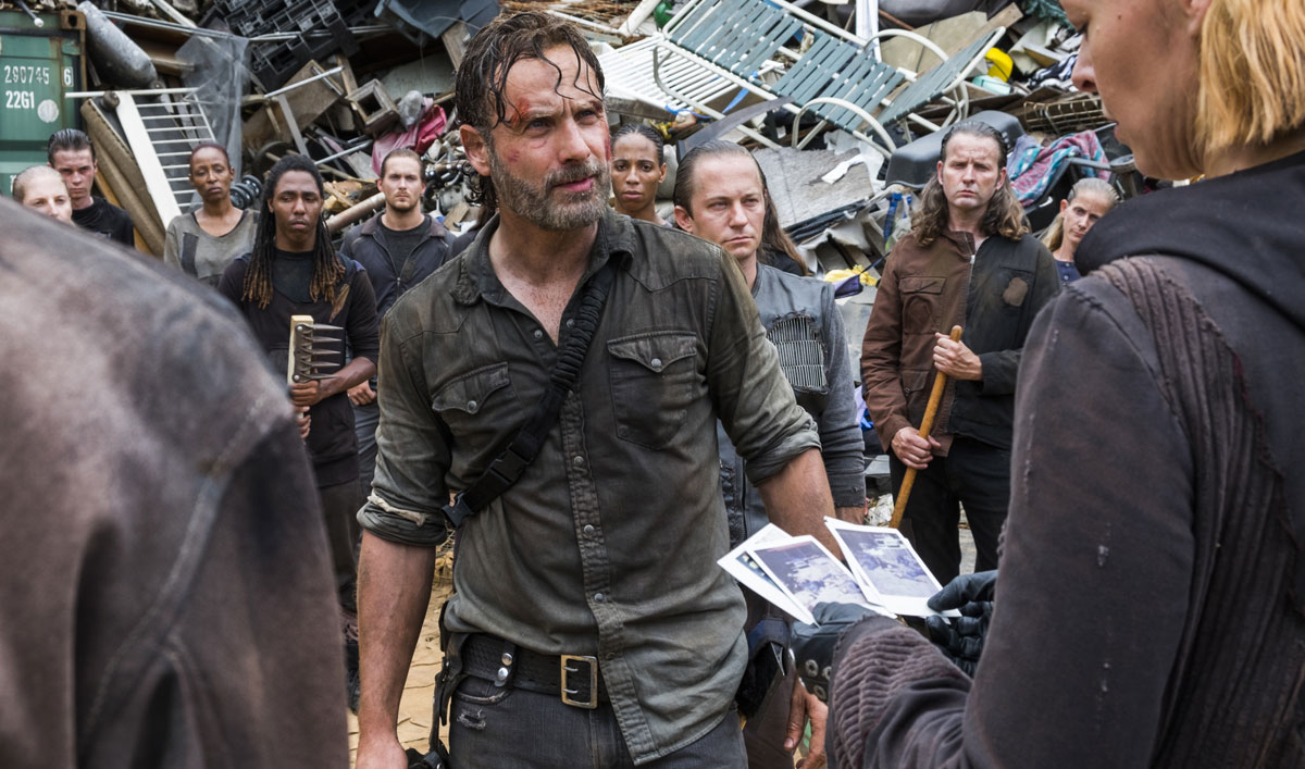 <em>EW</em>&#8216;s Andrew Lincoln Q&#038;A on Carl&#8217;s Goodbye; <em>BuzzFeed</em> Reacts to Trailer