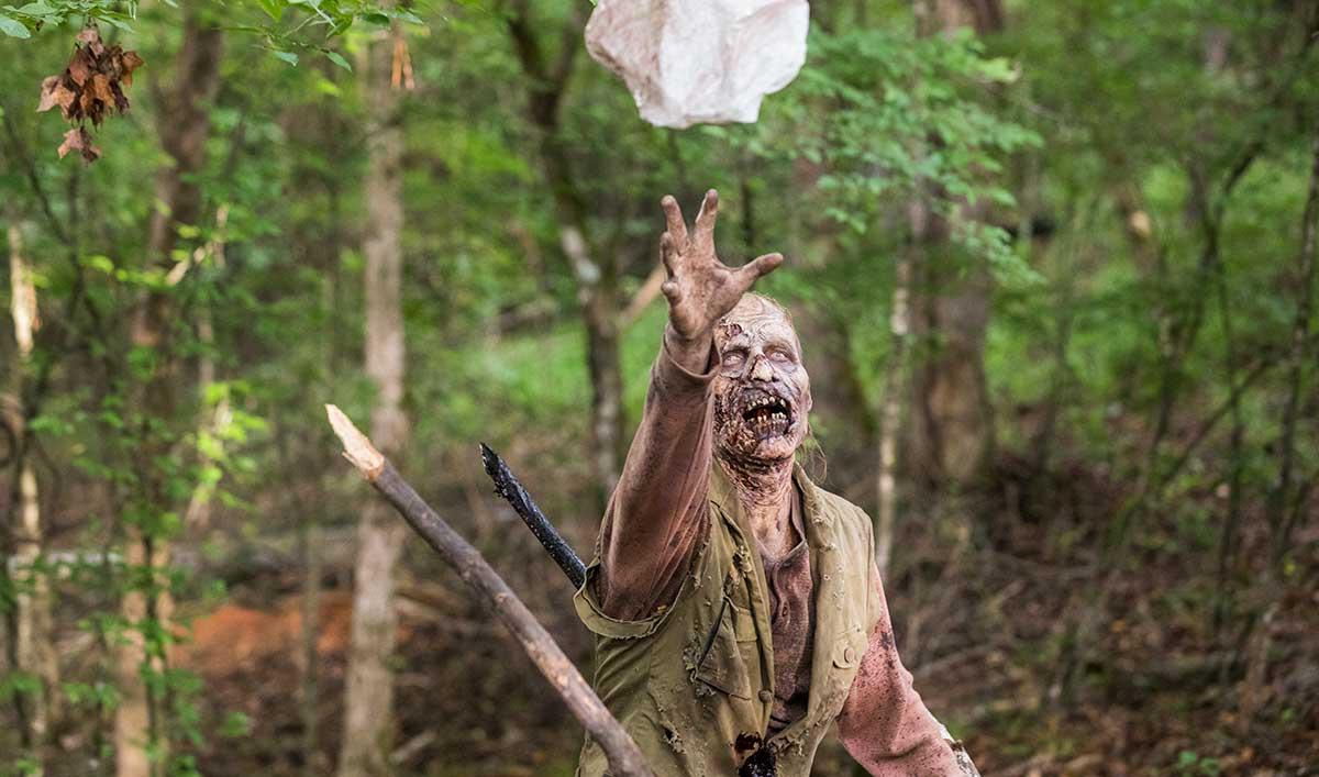 Extras for <em>The Walking Dead</em> Episode 6