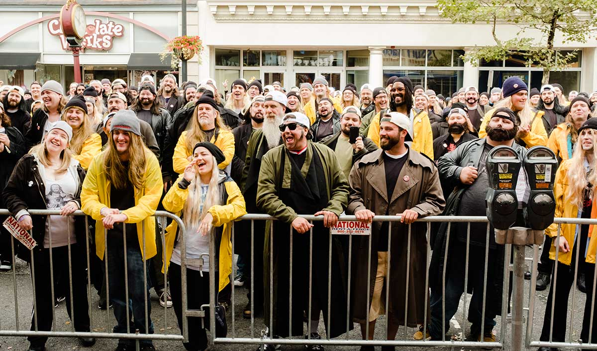 Jay and Silent Bob Cosplayers Attempt to Set a Guinness World Record